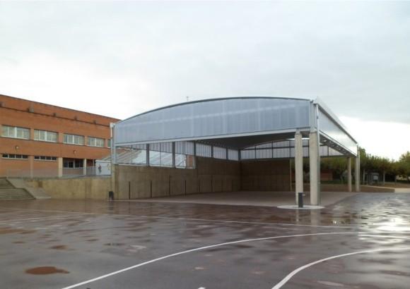 Pavimentación de patio y ejecución de zona cubierta en el colegio San miguel de Orkoien